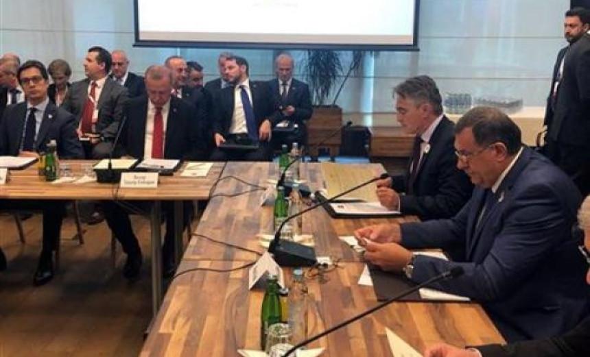 Plenarna sesija šefova delegacija