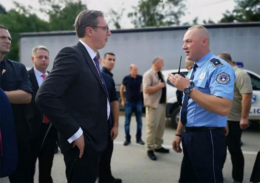 Haos: Policija zaustavila Vučića