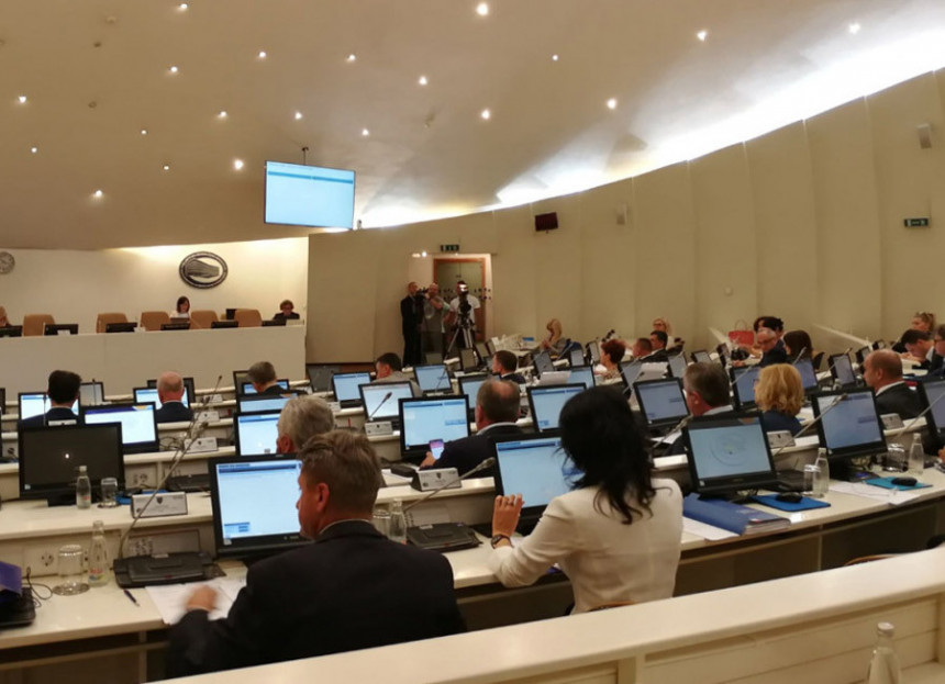 Minut rada u Parlamentu BiH košta  2.800 KM