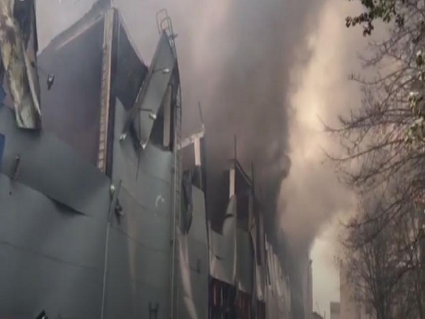 Požar zahvatio tržni centar
