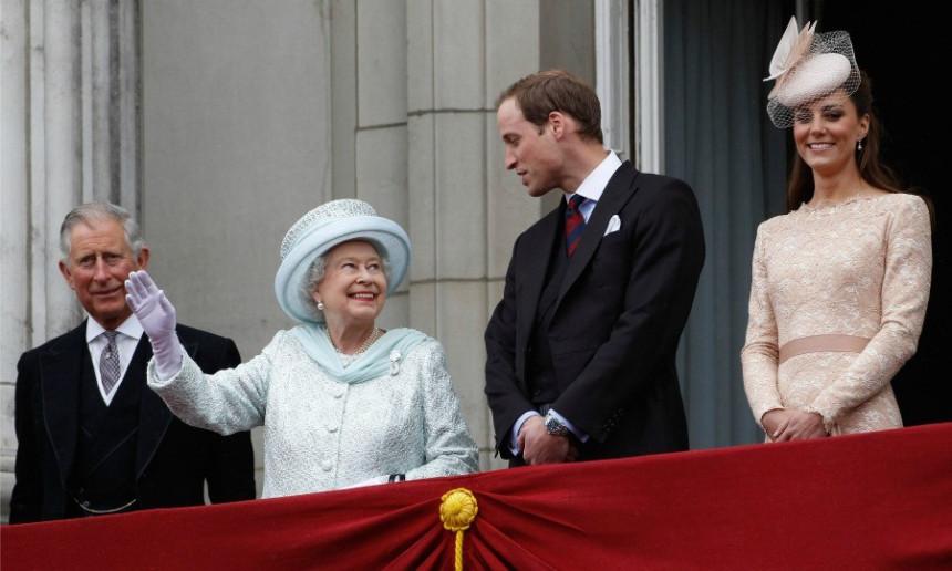 Краљица рекла своје: Краљ је...
