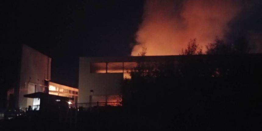 Još gori fabrika Energoinvesta u Istočnom Sarajevu