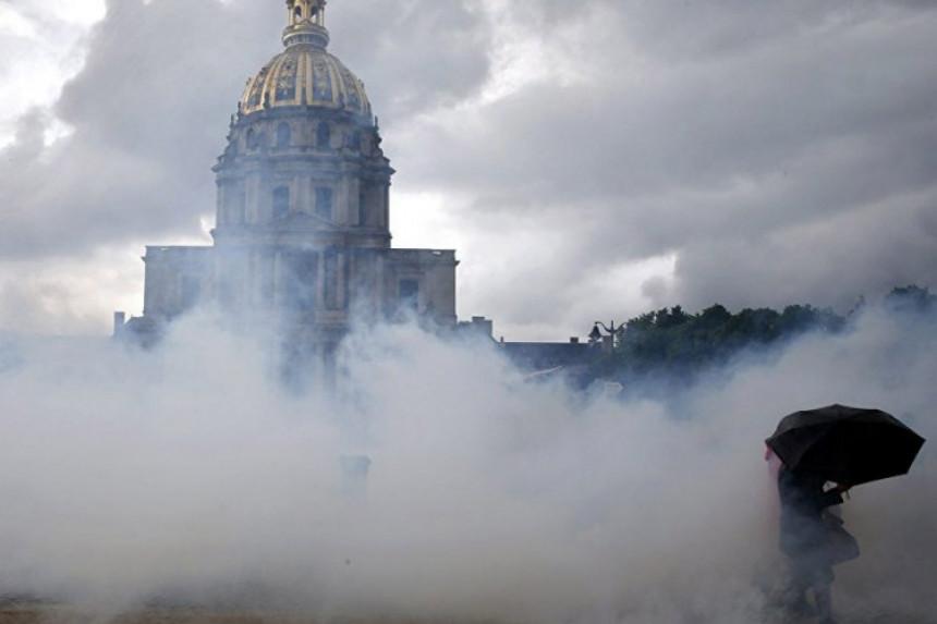 Pariz: Sukob policije i demonstranata