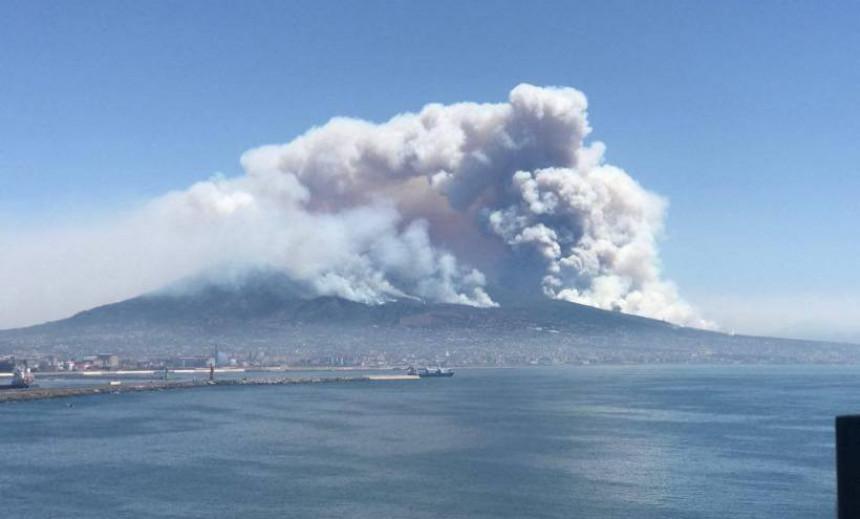 Широм Италије бјесне пожари