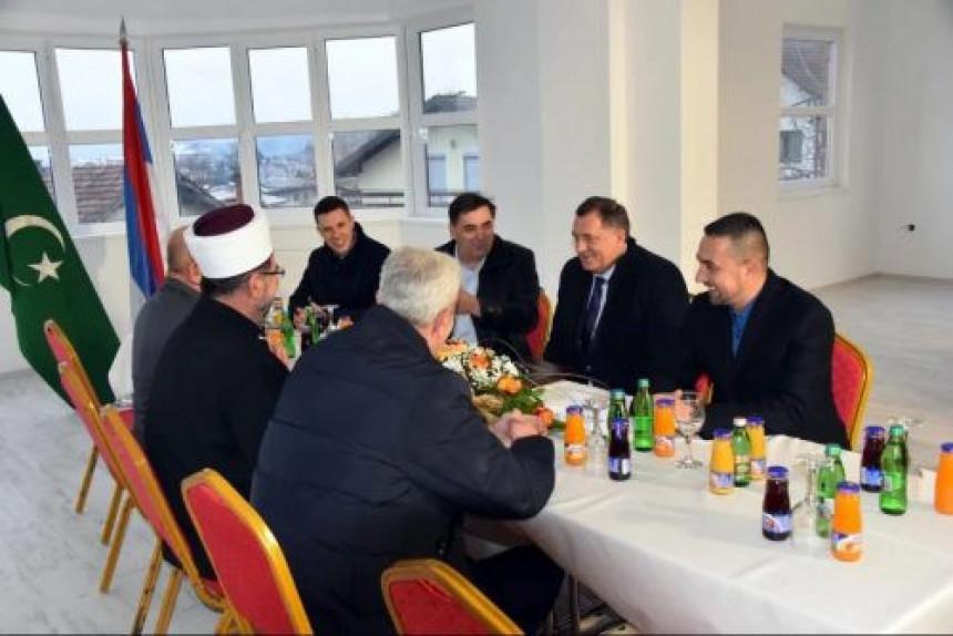 """Dodik sa Obrenom na """"časici razgovora"""" kod muftije"""