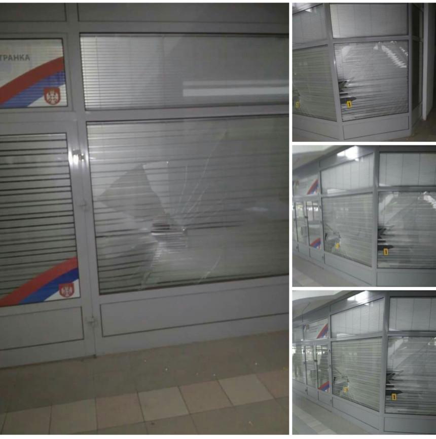 Полупана стакла на канцеларији СДС у И. Илиџи