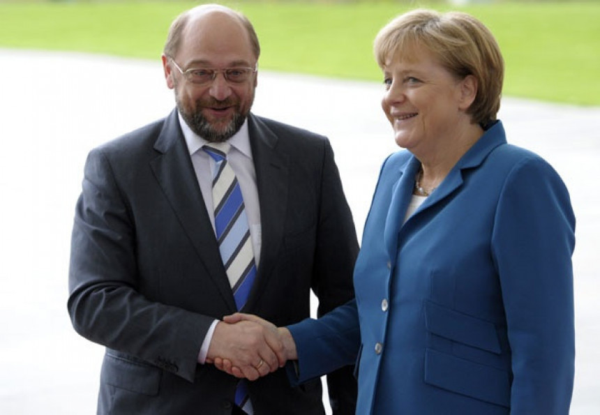Ankete prednost daju Merkelovoj