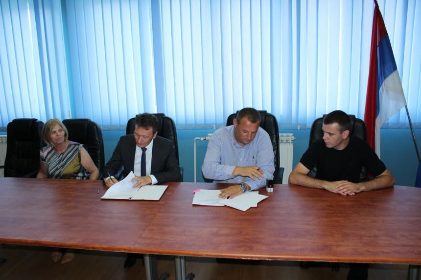 Ugljevik: Potpisan ugovor za javnu rasvjetu
