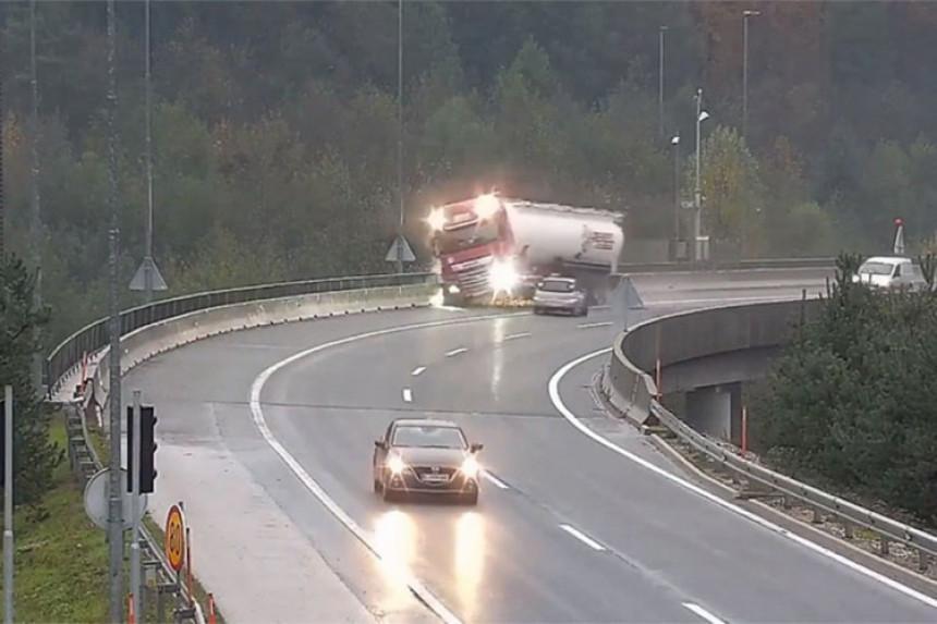 Objavljen snimak stravične nesreće u Sloveniji
