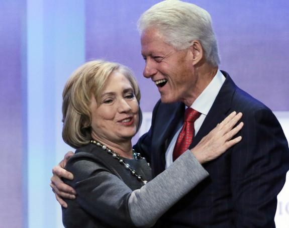 Klinton se reklamira preko supruge!