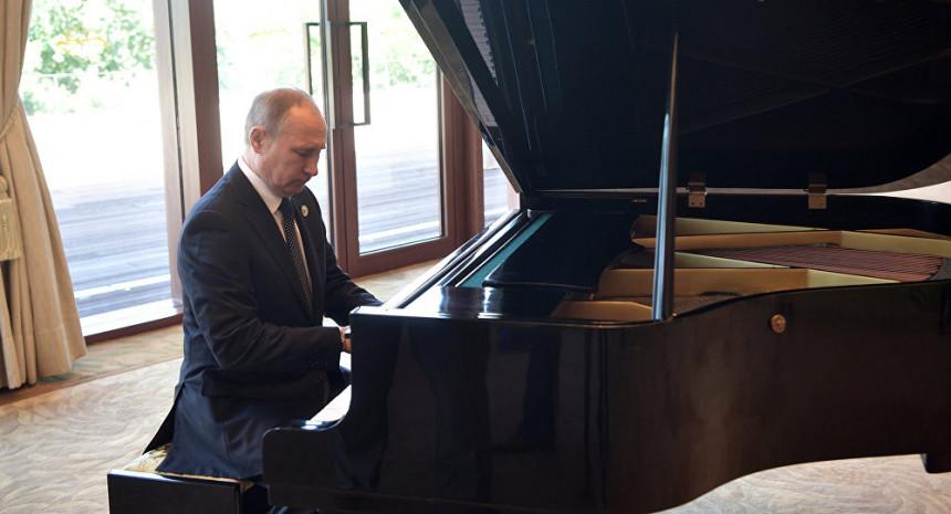 Putin zasvirao klavir Đinpingu