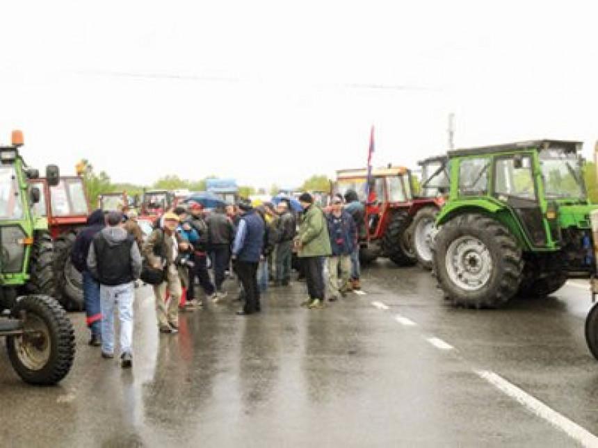 Poljoprivrednici najavljuju blokadu Rače