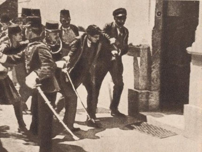 Politikansko silovanje istorije