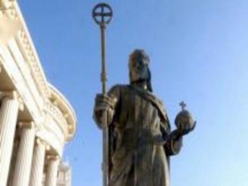 Kip cara Dušana naljutio Albance u Skoplju
