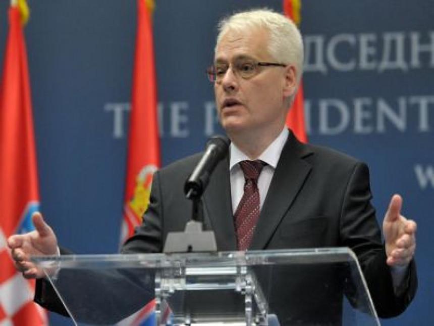 Josipović: Budimo ljudi, a ne vukovi!