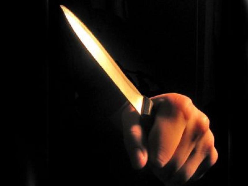 Ubola sina nožem zbog ocjene