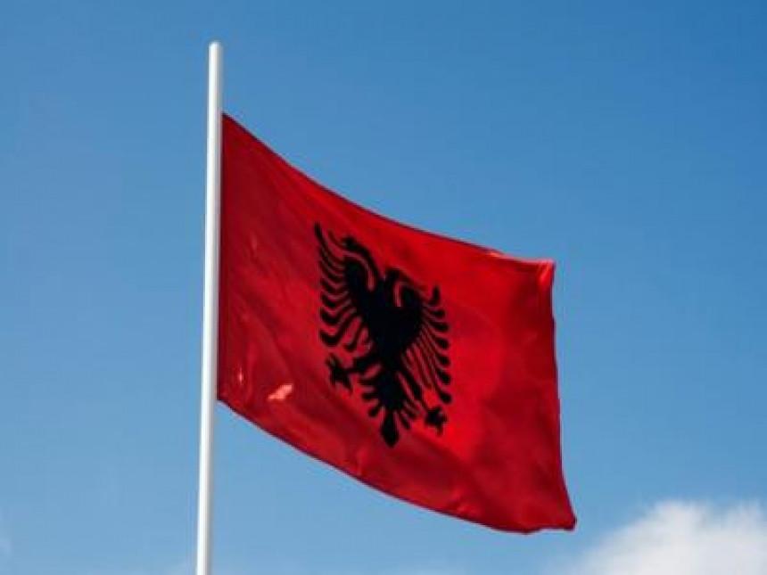 Zastava Kosova zamijenjena albanskom