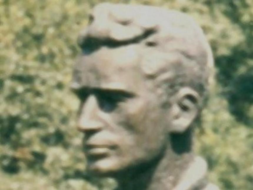 Srušen spomenik srpskom pjesniku kod Prizrena