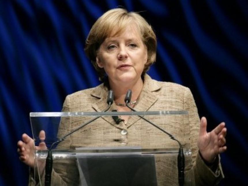 Merkel: Neprihvatljivi komentari o EU