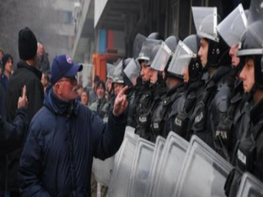 Nastavljeni protesti u Federaciji BiH (VIDEO)