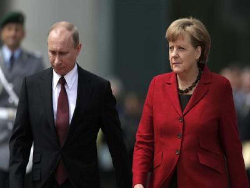 Merkelova i Putin: Spriječiti pogoršanje situacije