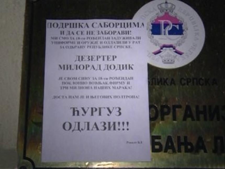 """Plakati """"Ćurguz odlazi!"""" u Banjaluci"""