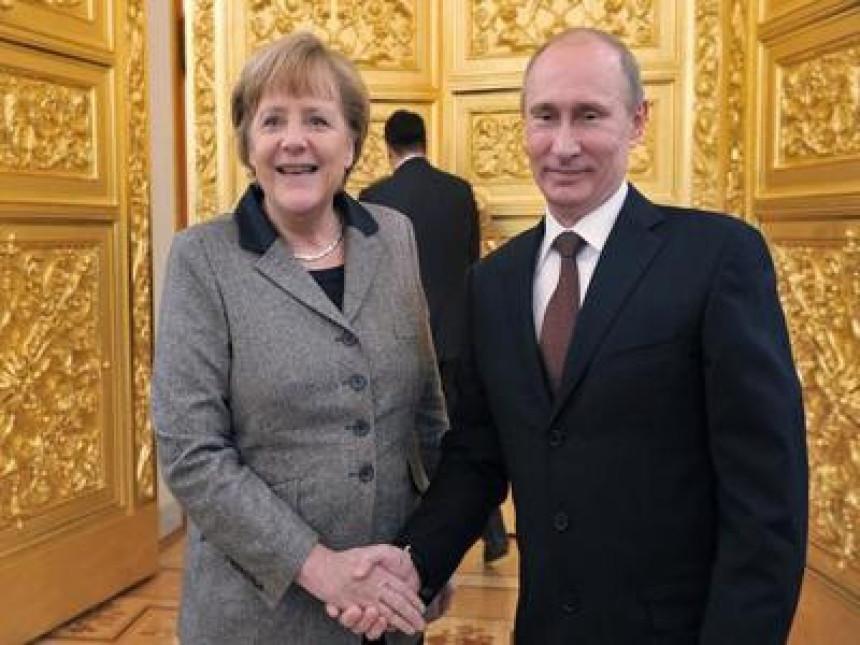 Merkelova: Nemam razloga da sumnjam u Putina