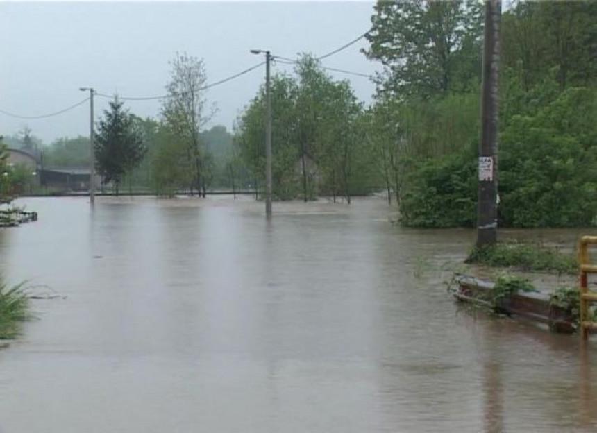 Kiša i poplave i narednih dana (VIDEO)