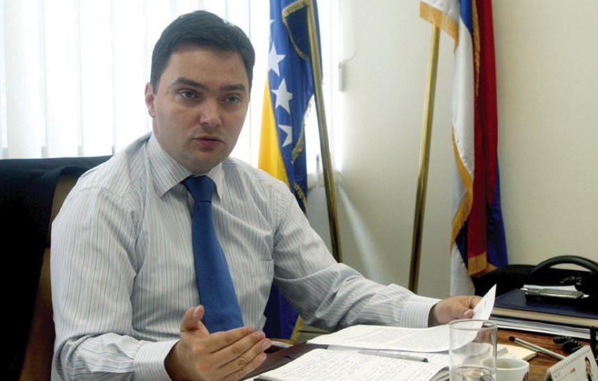 Košarac: Pandurevićkino 'kokošije sljepilo'