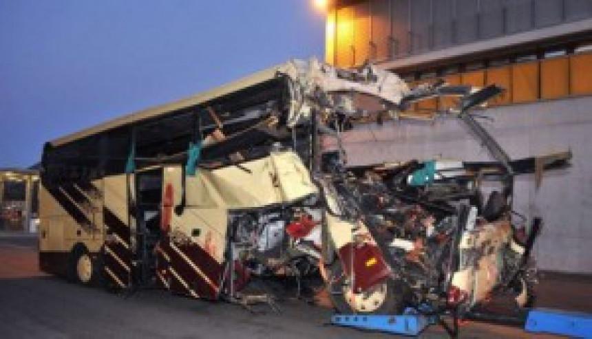 U autobuskoj nesreći poginulo 28 ljudi