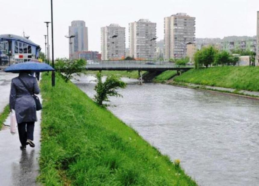Zbog poplava evakuisane tri osobe