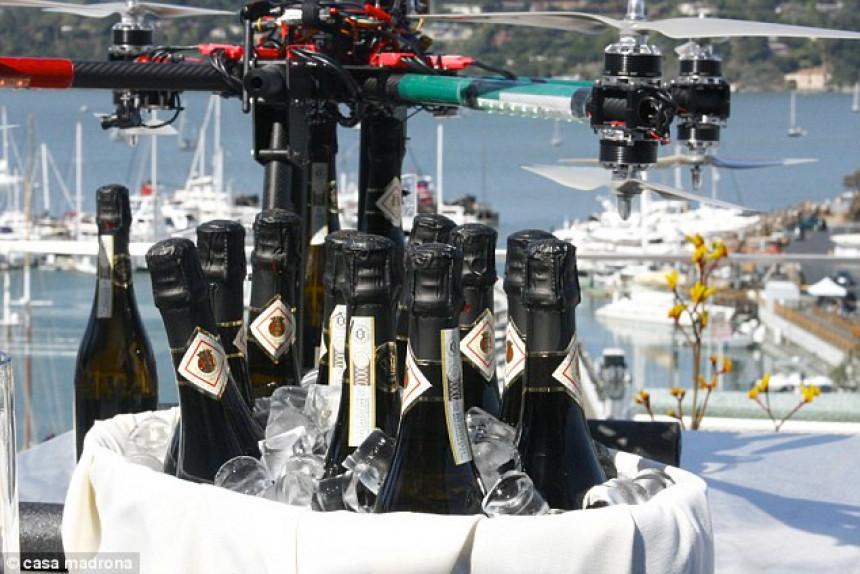"""Leteći šampanjac"" u luksuznom apartmanu(VIDEO)"