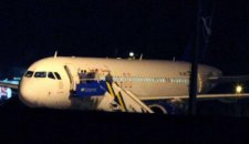 Presretnuti sirijski avion nastavio let