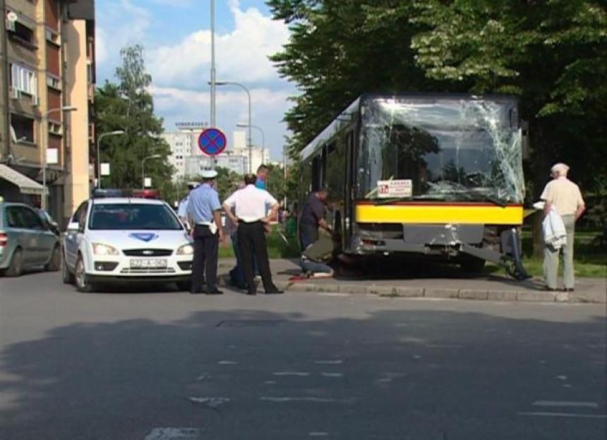 Banjaluka: Pješaci bježali pred autobusom!