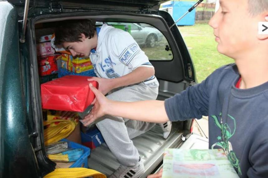 Djeca sa Kosmeta pomažu vršanjacima u Bijeljini