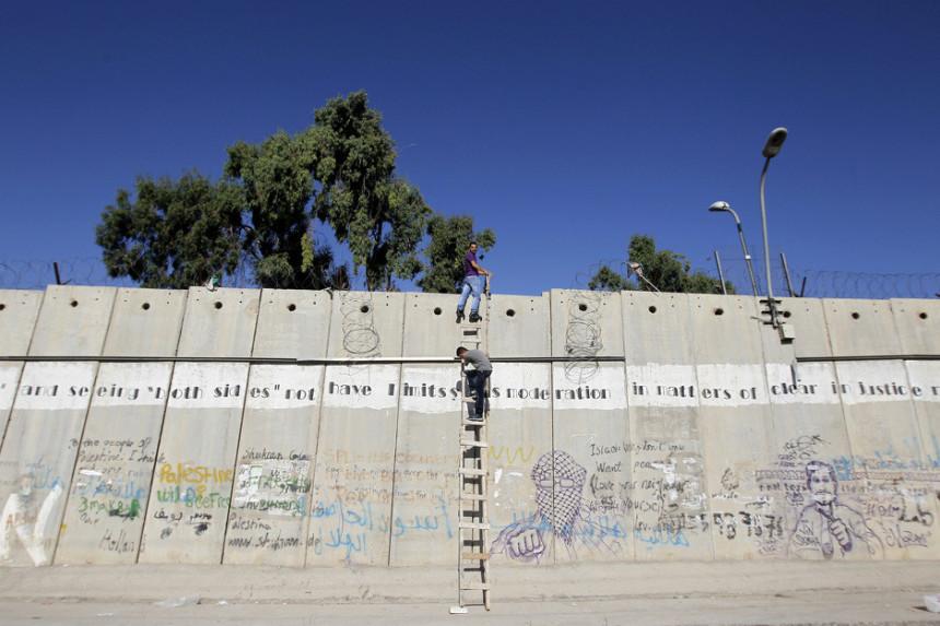Palestinci rizikuju život da bi klanjali