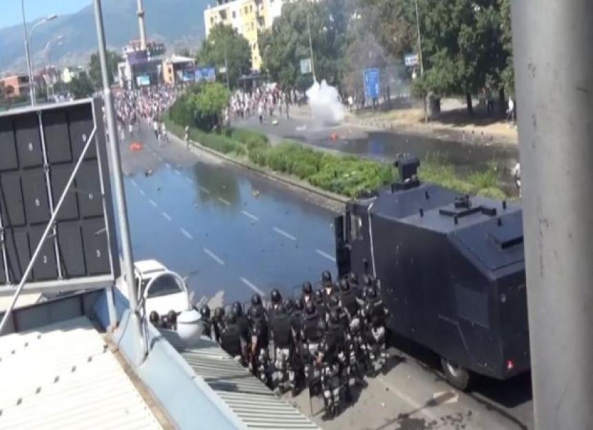 Skoplje:  Albanci se sukobili s policijom