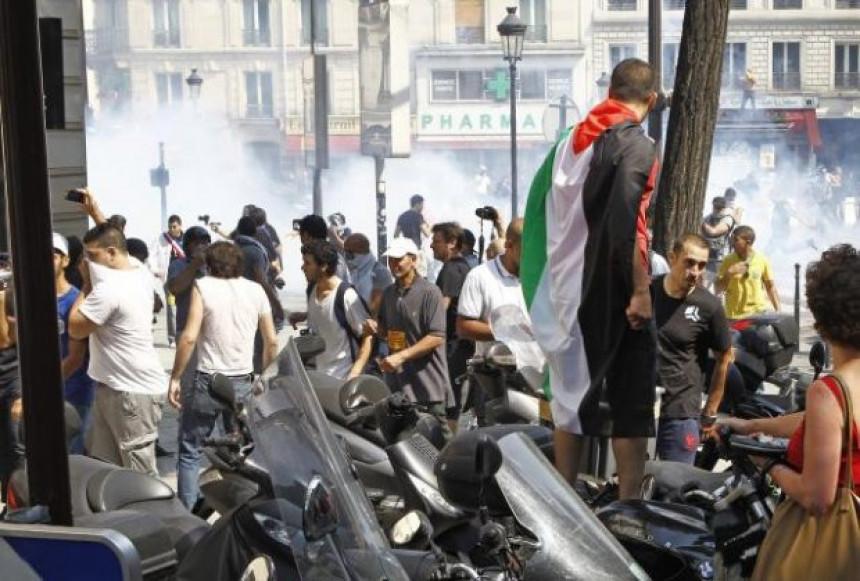 Suzavac i gumeni meci u predgrađu Pariza