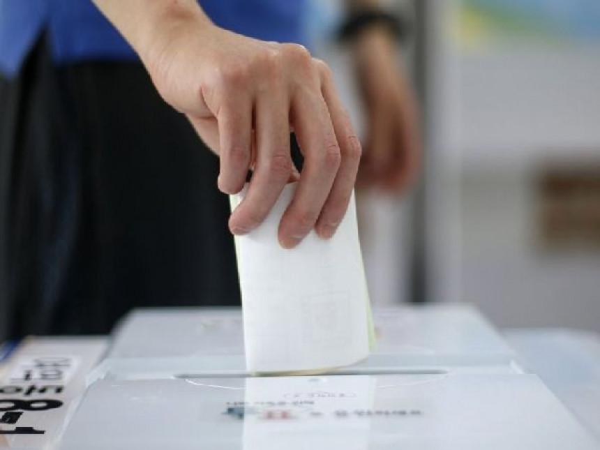 Prodaje svoj glas za izbore