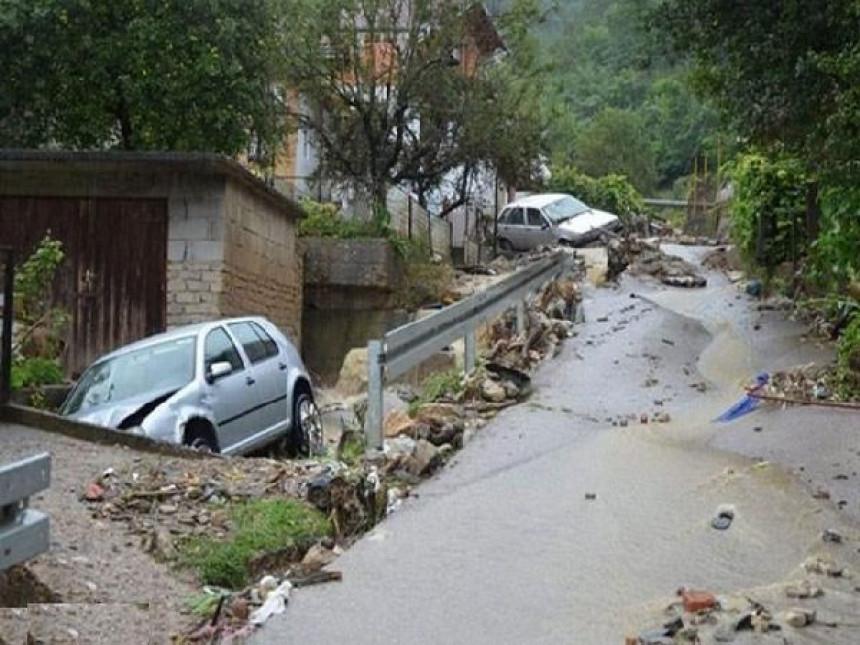 Klizište zatrpalo kuću u Banjaluci, ljudima hitno potrebna pomoc!