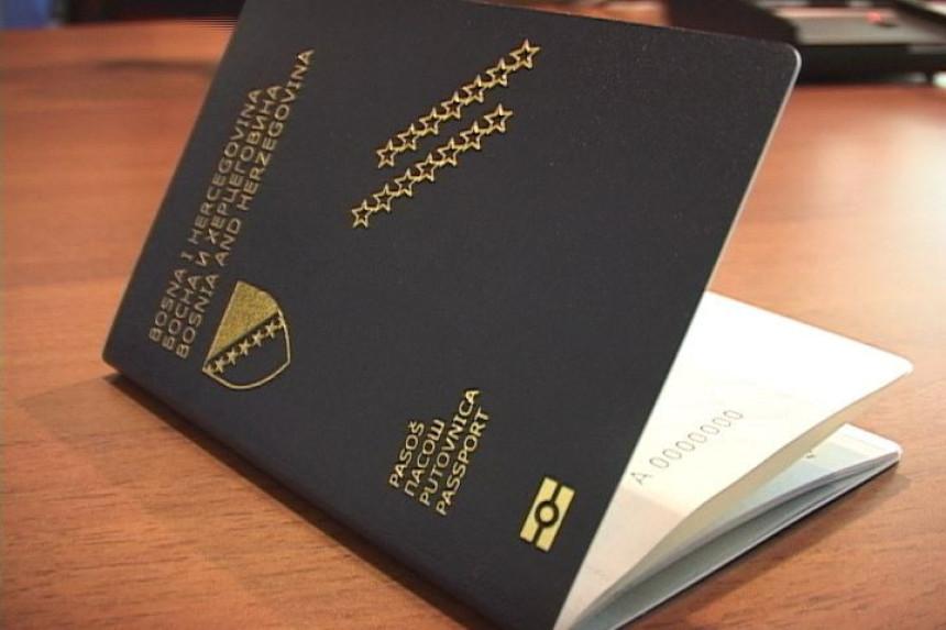 S putovnicom najlakše, s pasošem teže