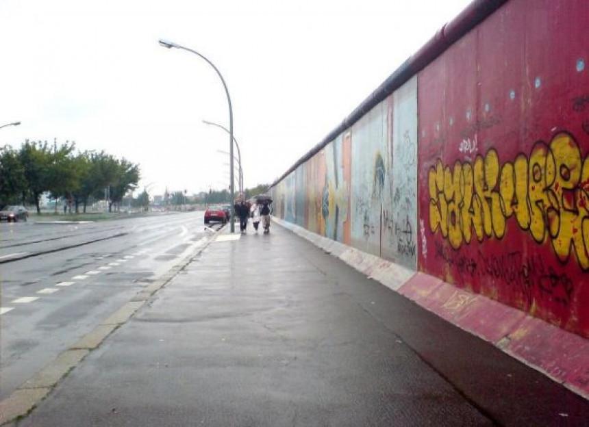 Berlinski zid je vaš za žvrljanje
