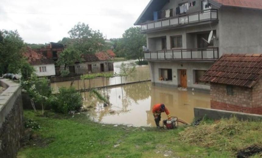 Bujice poplavile kuće, puteve