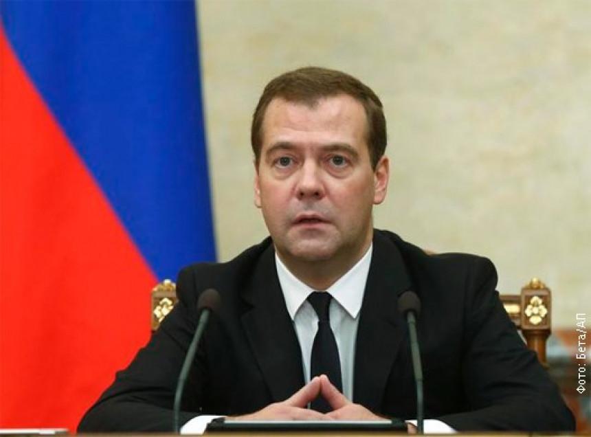 Medvedev: Sankcije su test za Rusiju