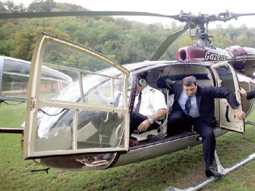 SRNA i Glas primijetili vozilo Hitne pomoći, ali ne i helikopter i stotine audija?!