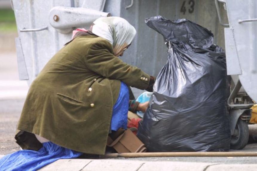 Hljeb traže u kontejneru