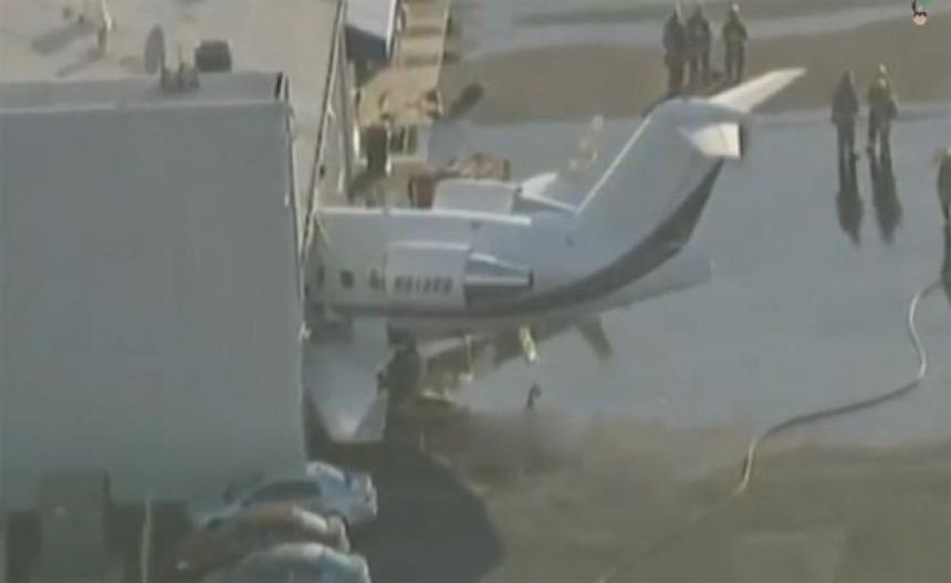 Avion udario u zgradu aerodroma, dvoje mrtvih