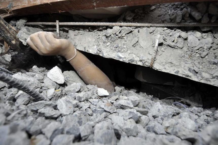 U rušenju zgrade u Egiptu deset poginulih