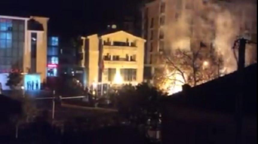 Video: Protest navijača u Podgorici ispred turske Ambasade!