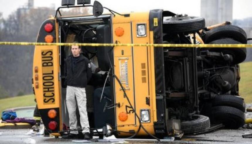 U sudaru školskih autobusa poginulo dvoje dece
